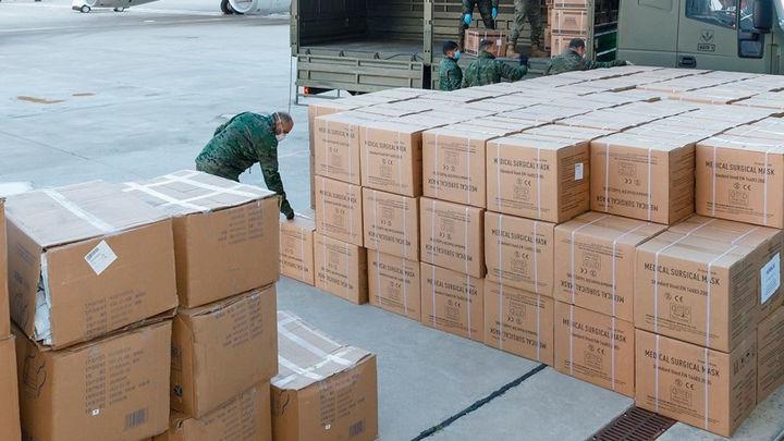 Llega el primer vuelo con 20 toneladas de productos sanitarios de China