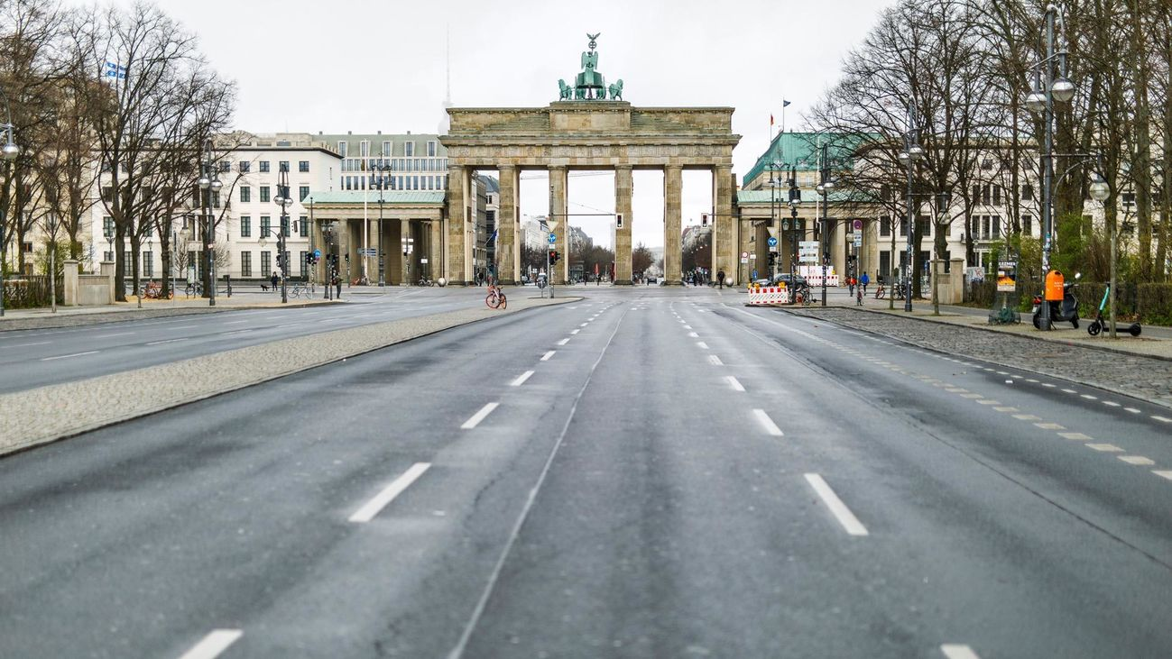 La icónica Puerta de Brandenburgo, en Berlín. Alemania registra cerca de 60.000 casos y más de 450 fallecidos