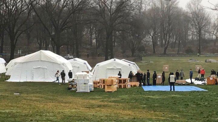 Nueva York levanta un hospital de campaña en Central Park para atender a miles de infectados