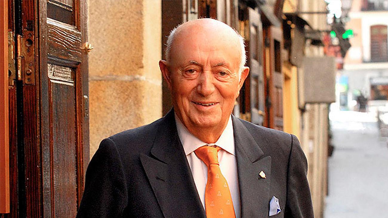 Lucio Blázquez, frente a su restaurante Casa Lucio