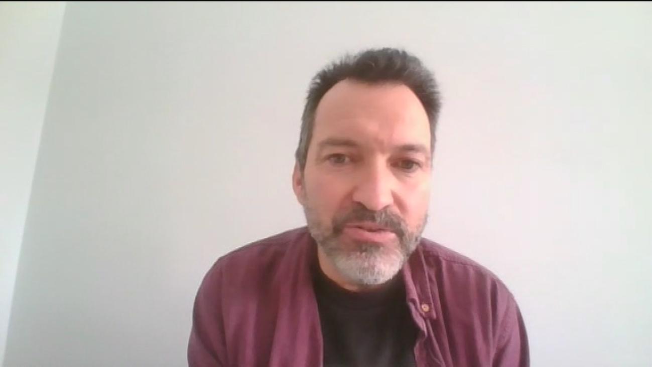 """Víctor Jiménez, microbiólogo: """"Muy pronto tendremos ensayos clínicos de vacunas"""""""