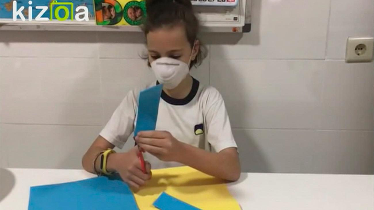 El colegio María Teresa de Alcobendas fabrica viseras de protección para la Policía