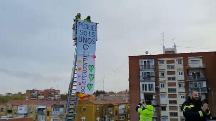 Bomberos de Madrid sorprenden a los más pequeños de Usera
