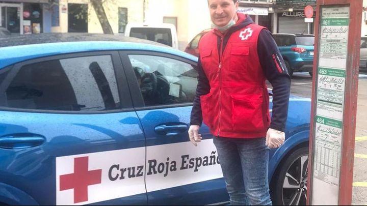 La Policía de Parla homenajea al boxeador Javier Castillejo por su labor humanitaria