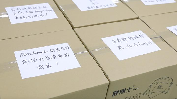 Madrid recibe 100.000 mascarillas y 60.000 guantes de la comunidad china