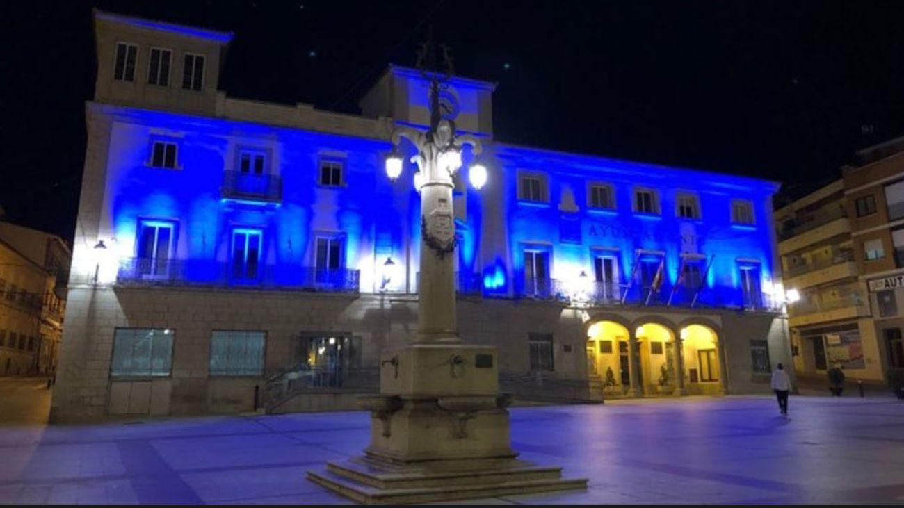 El Ayuntamiento de Colmenar Viejo, iluminado de azul