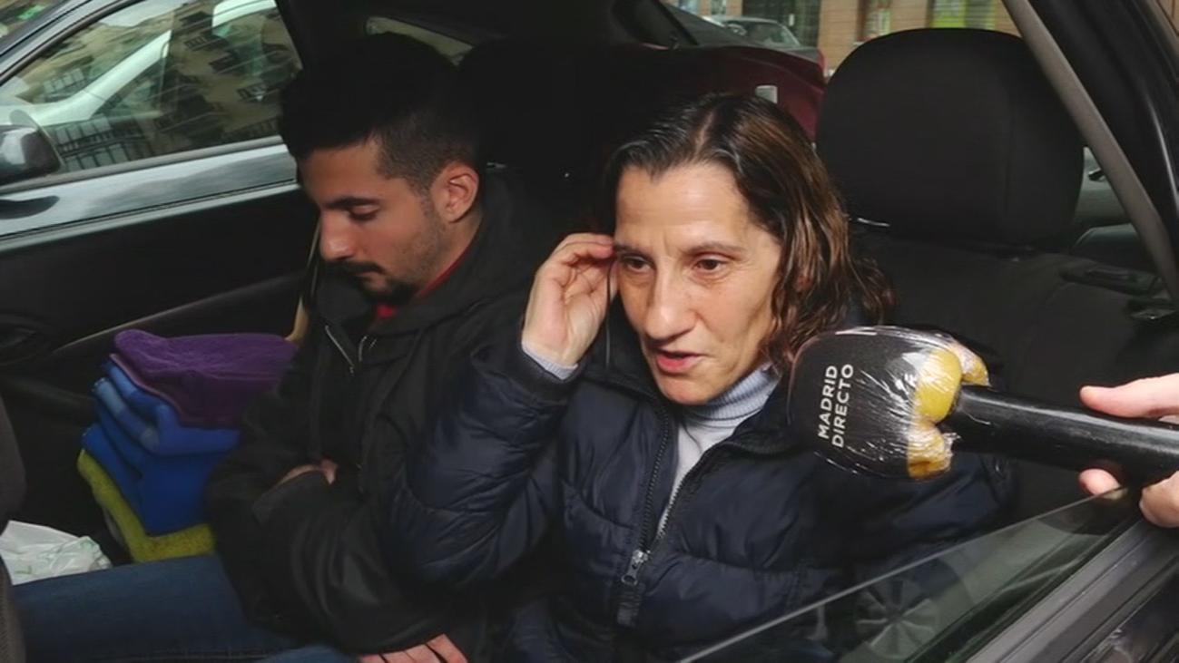 Una familia madrileña vive, literalmente, confinada en un coche