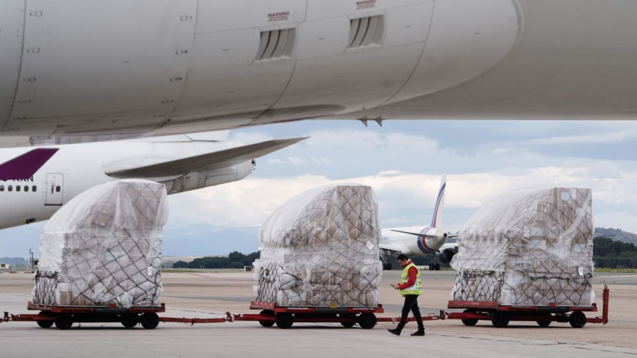 Aterriza en Madrid un segundo avión con 82 toneladas de material sanitario