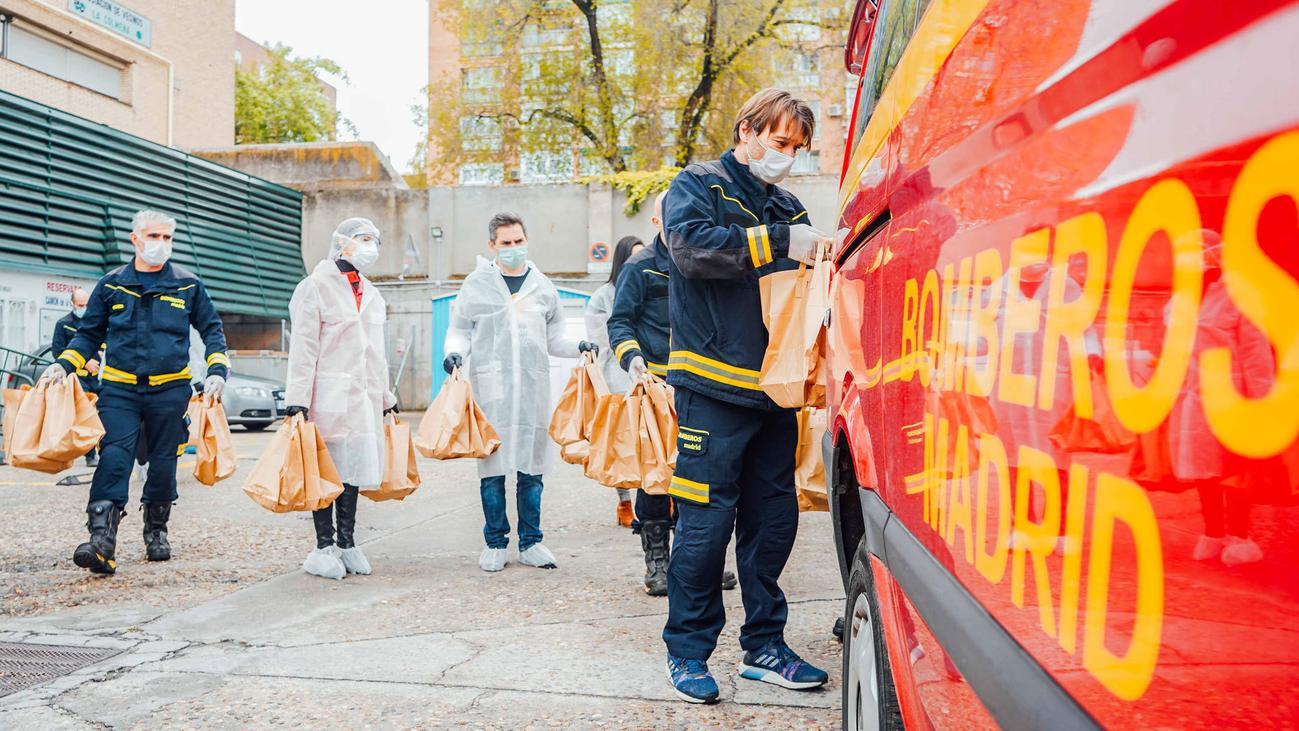 La ONG del chef José Andrés elabora menús para las familias madrileñas más vulnerables