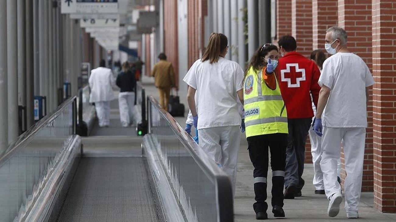Sanitarios en el hospital montado en Ifema para luchar contra el coronavirus
