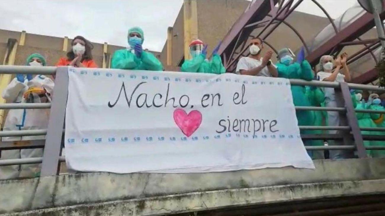 Trabajadores del Hospital de Getafe rinden homenaje a su compañero fallecido por Covid-19