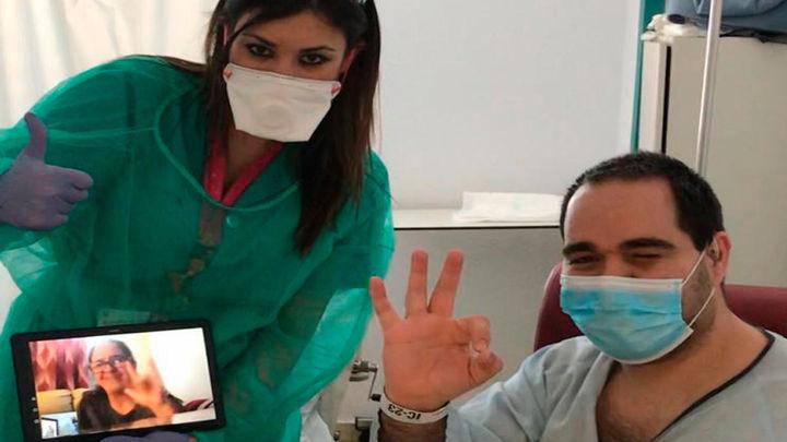 El final feliz de una pareja de sordos separados por el coronavirus gracias a los sanitarios del 12 de Octubre