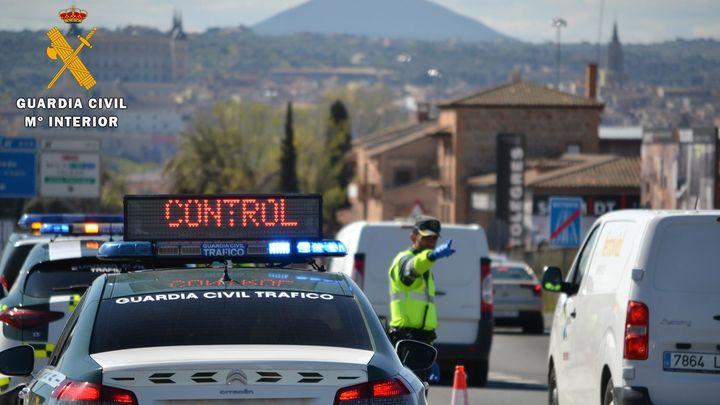 La Guardia Civil intercepta a más de 3.000 vehículos por incumplir el confinamiento y detiene a 26 personas