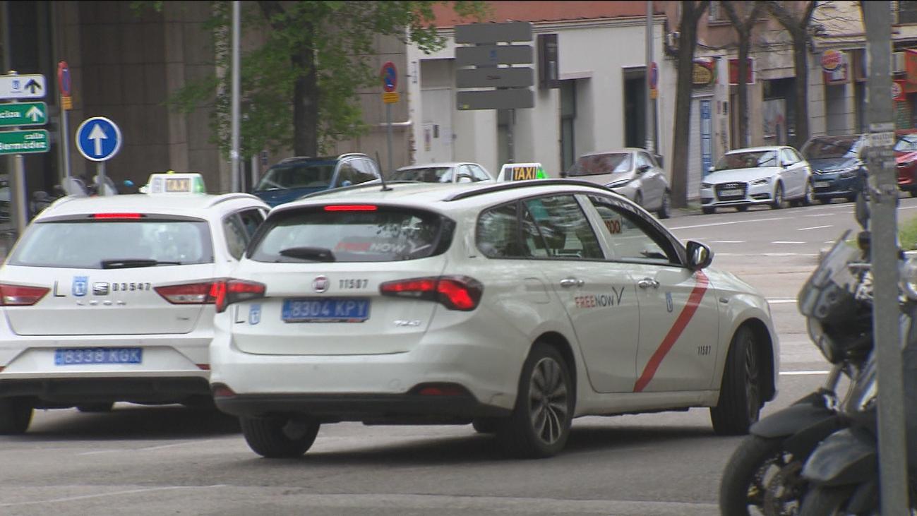 Los taxistas, desesperados, piden datos oficiales para optar a ayudas