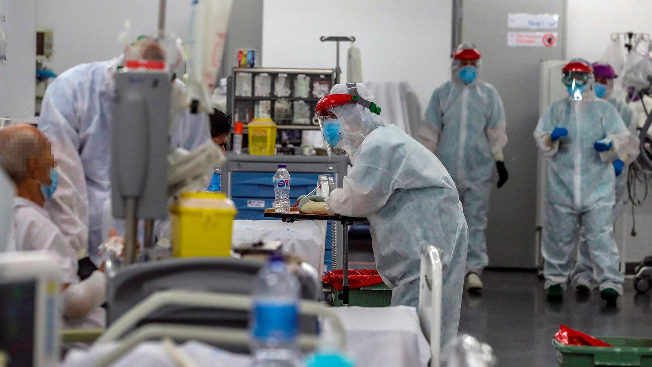 Personal sanitario trabajando en el hospital Puerta de Hierro