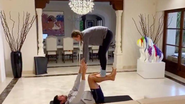 Djokovic desafía a Nadal y a Messi a acroyoga