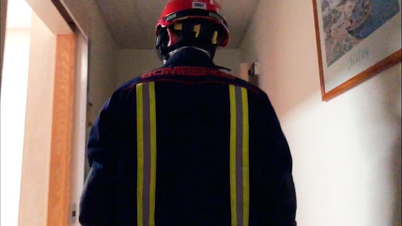 Los bomberos se enfrentan a nuevas tareas: de salvar vidas a recoger cadáveres de la Covid-19