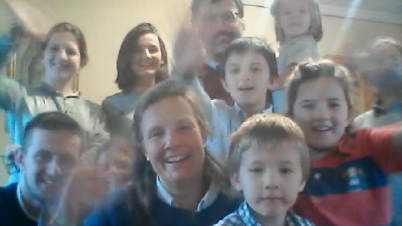 Así pasan la cuarentena Leonor, Paco y sus diez hijos en Pozuelo