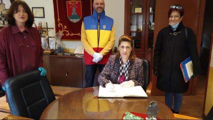 La Embajada de Rumanía entrega una tonelada de alimentos a las familias vulnerables de Perales de Tajuña