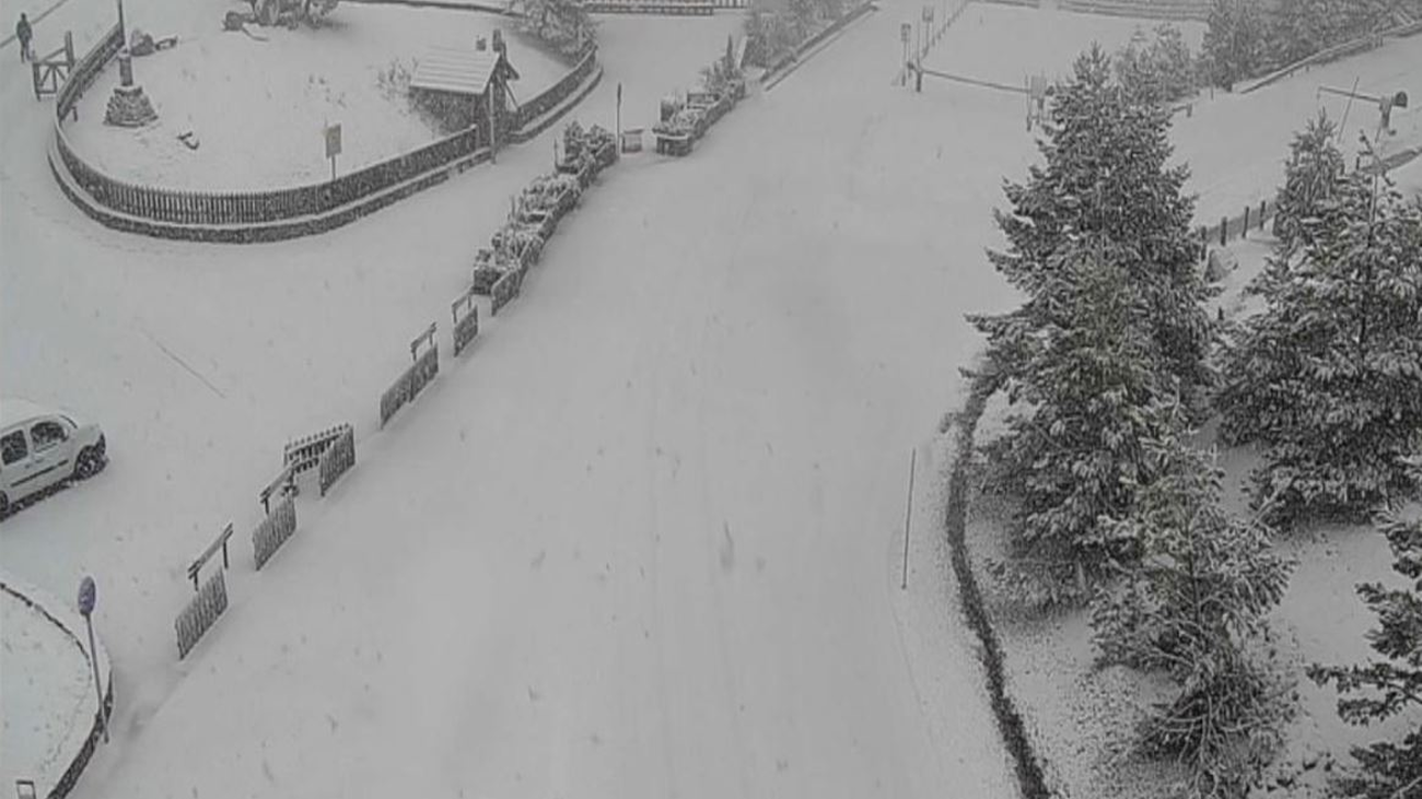 Vuelve la nieve a la sierra de Madrid... a mediados de abril