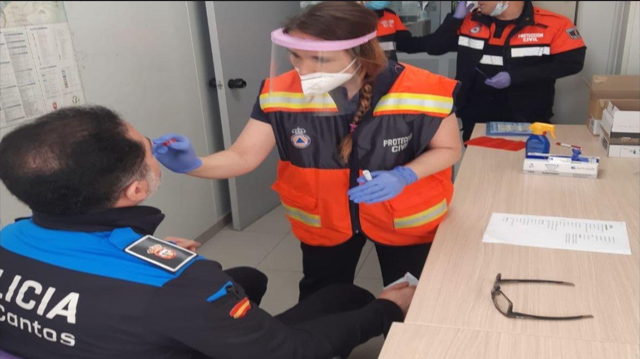Test covid-19 a un policía local de Tres Cantos