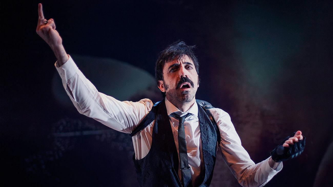 El actor Israel Elejalde durante una interpretación en el Pavón Teatro Kamikaze