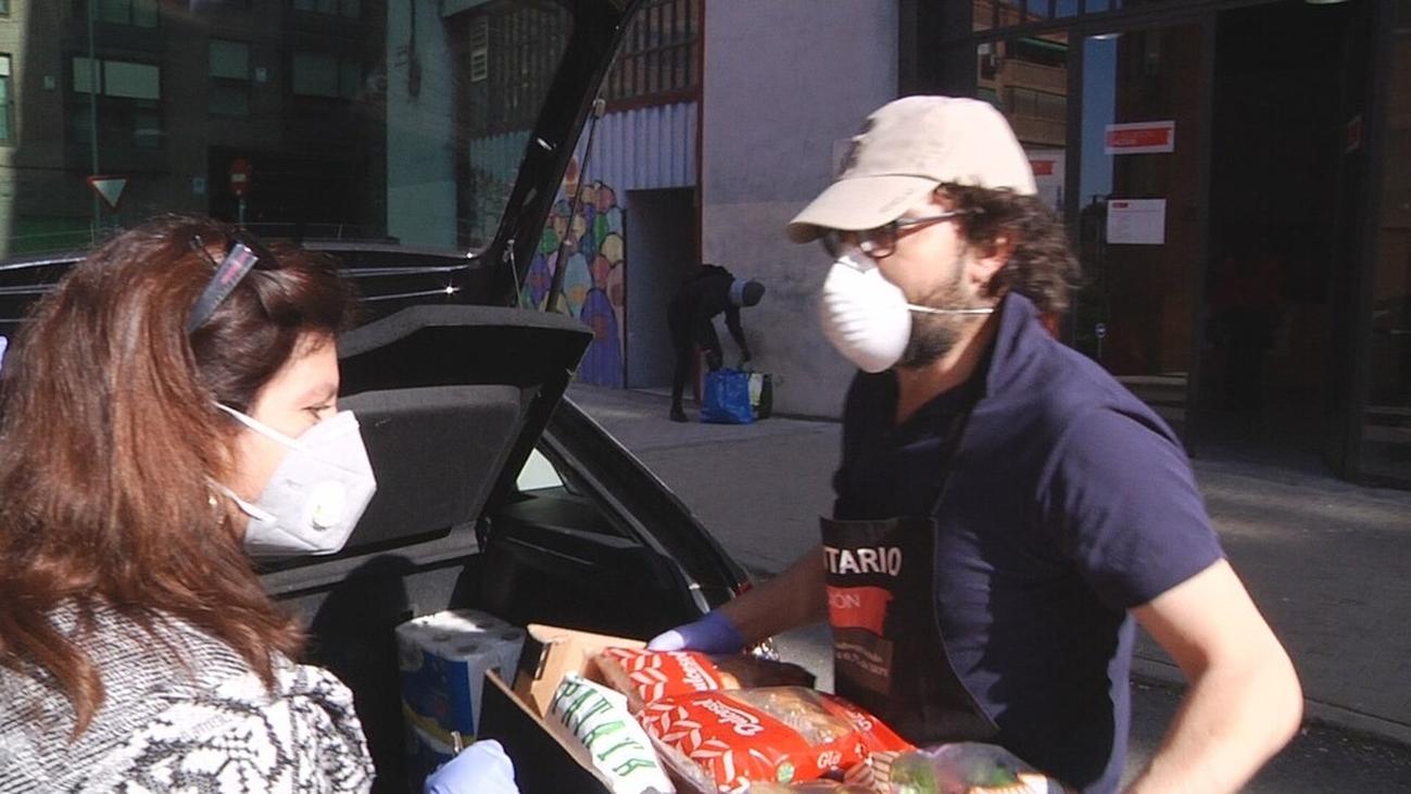 Solidaridad que da de comer en el barrio de San Fermín