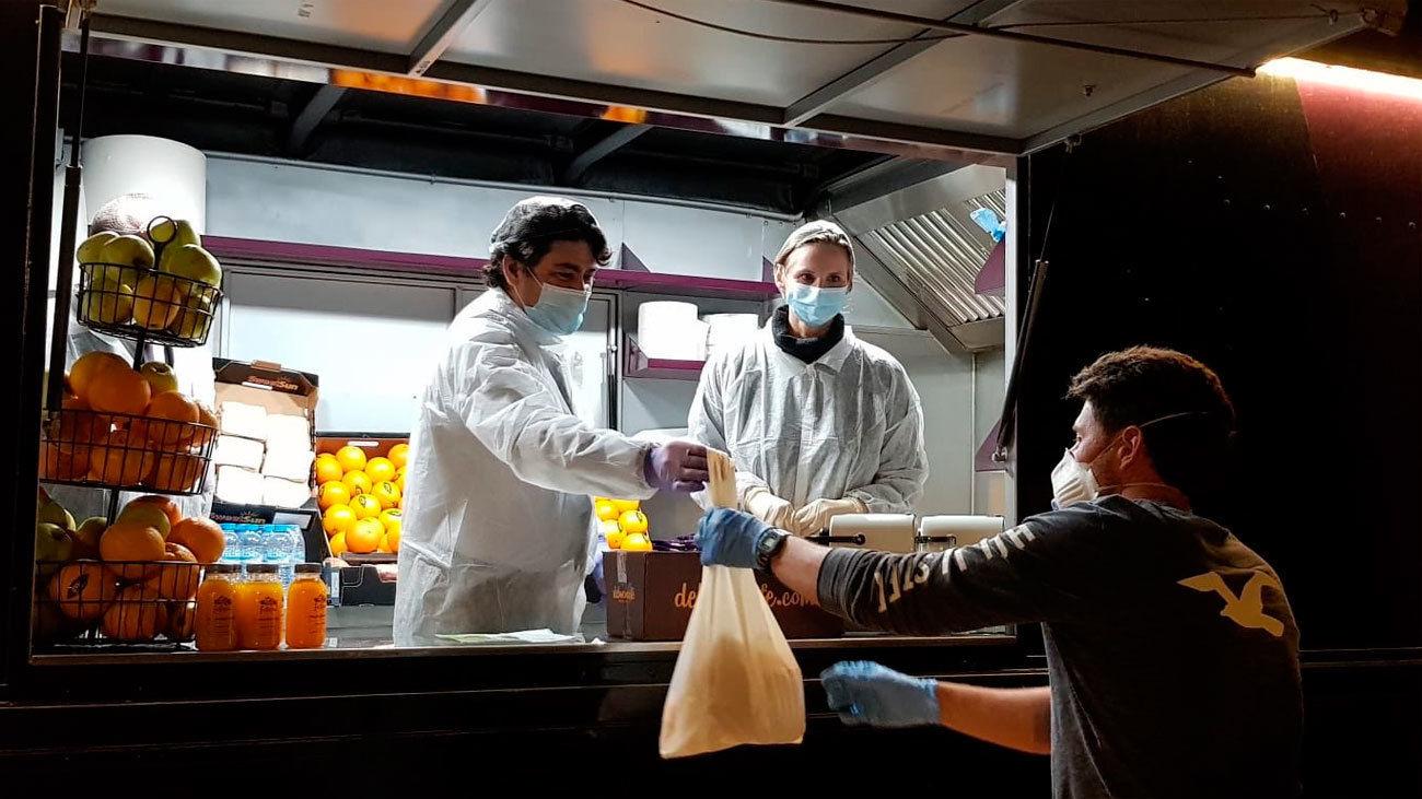 reparto de comida en Mercamadrid a los transportistas