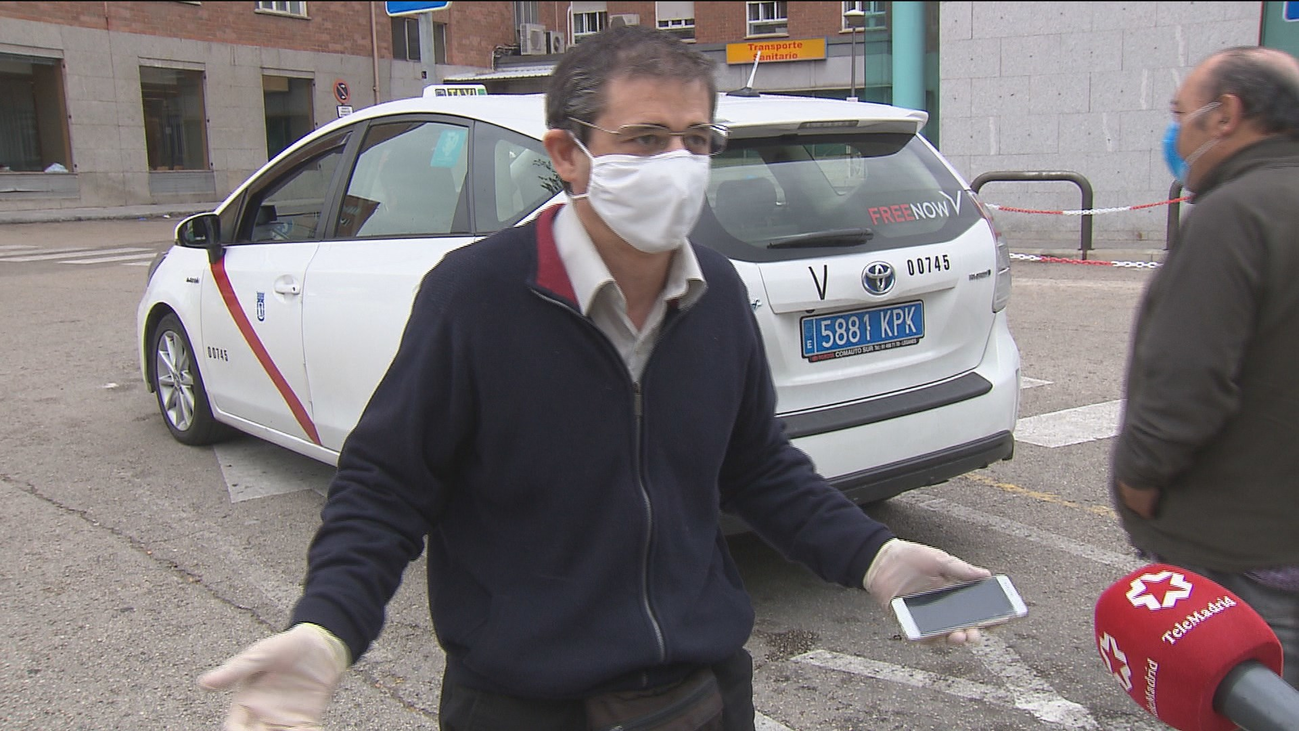 Los taxistas madrileños, asfixiados por la crisis del covid-19