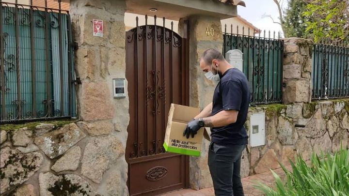 Valdeolmos-Alalpardo entrega a su vecinos mascarillas y guantes