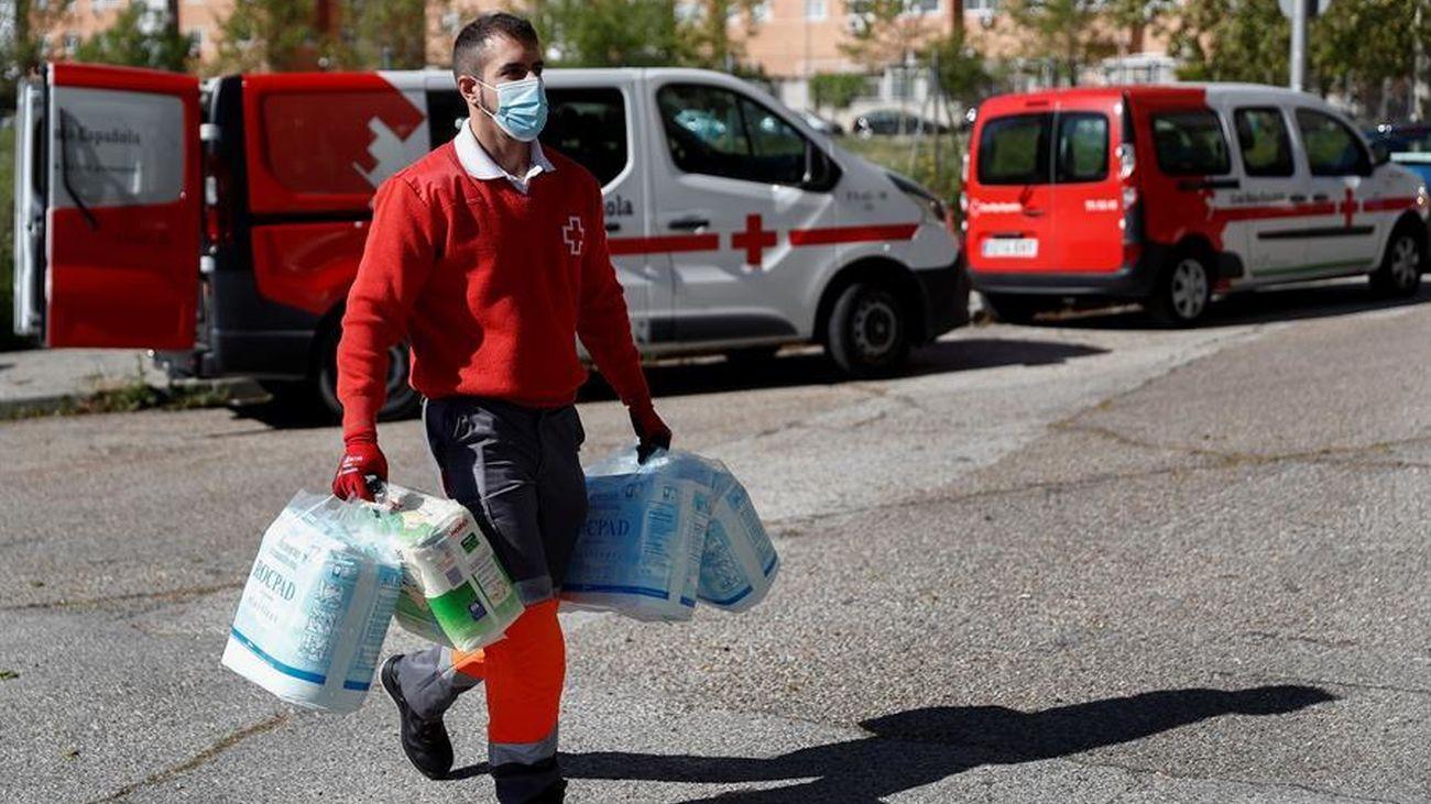 Un voluntario de la Cruz Roja