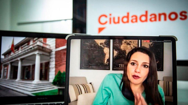 """Inés Arrimadas: """"El Gobierno tiene que cambiar porque ha cometido enormes errores"""""""