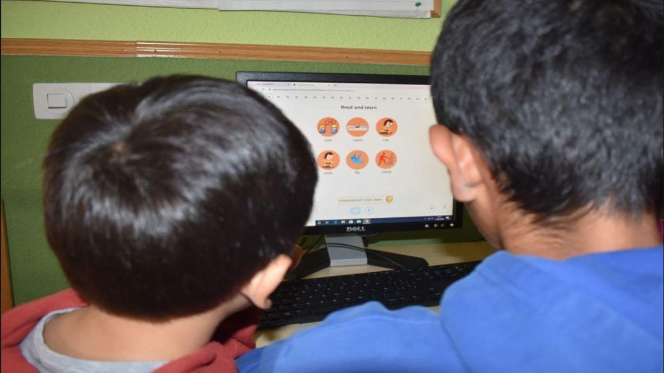 Niños frente al ordenador