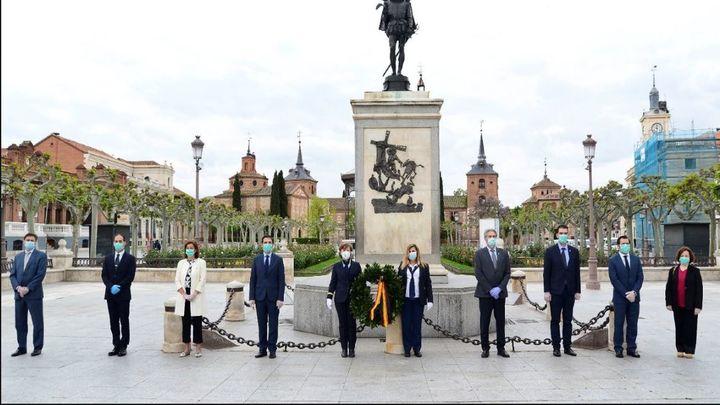 Alcalá recuerda a Cervantes con una corona como símbolo contra el coronavirus
