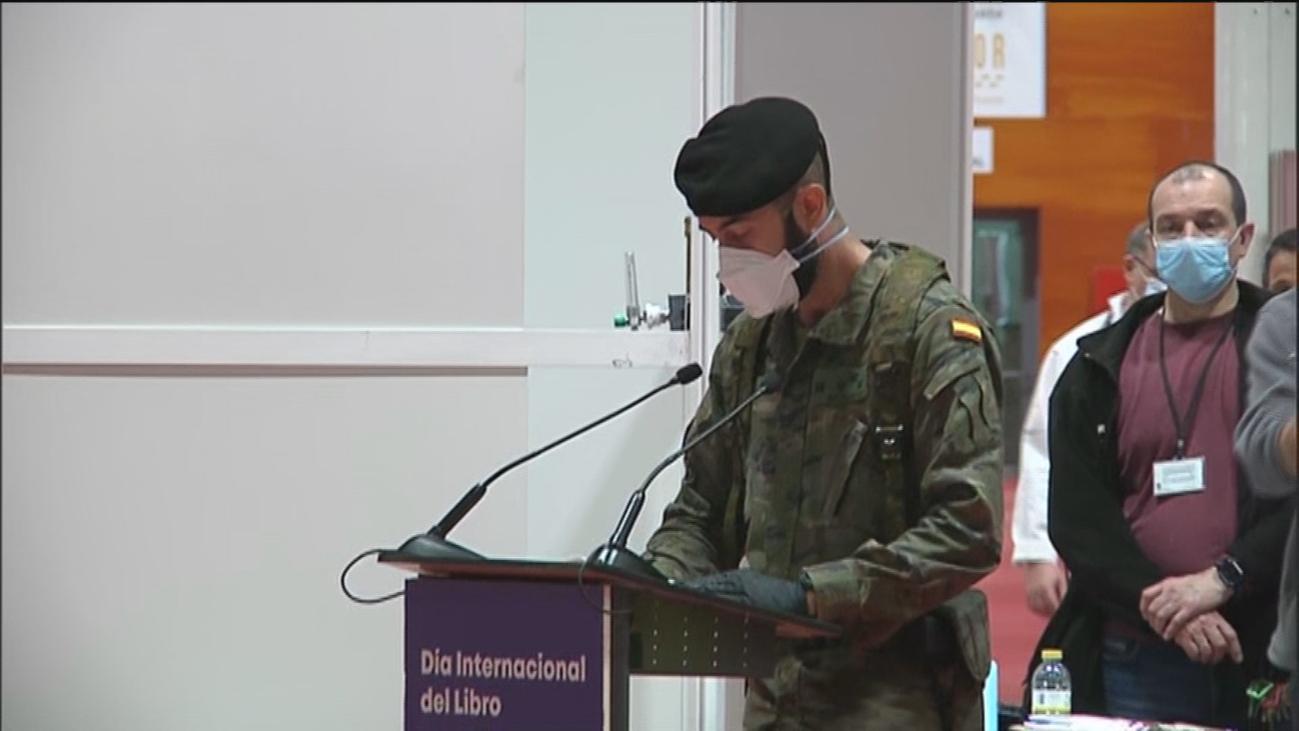 Pacientes y sanitarios del hospital de Ifema leen pasajes del Quijote en el Día del Libro