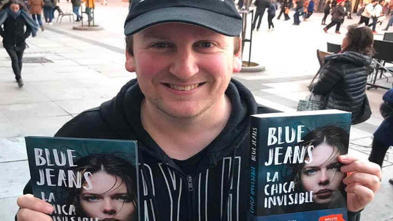 Blue Jeans, escritor y autor de 'La chica invisible'