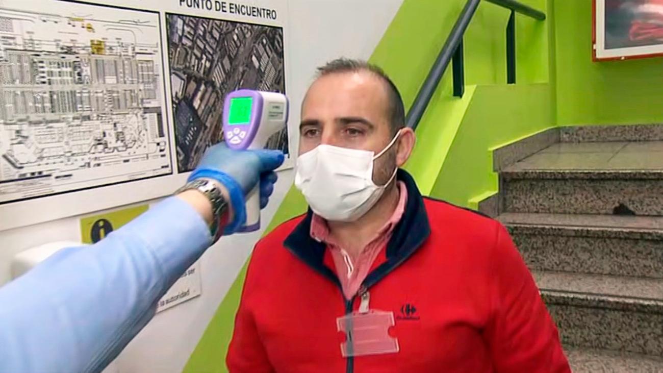 Control de temperatura a los empleados de supermercados antes de comenzar a trabajar