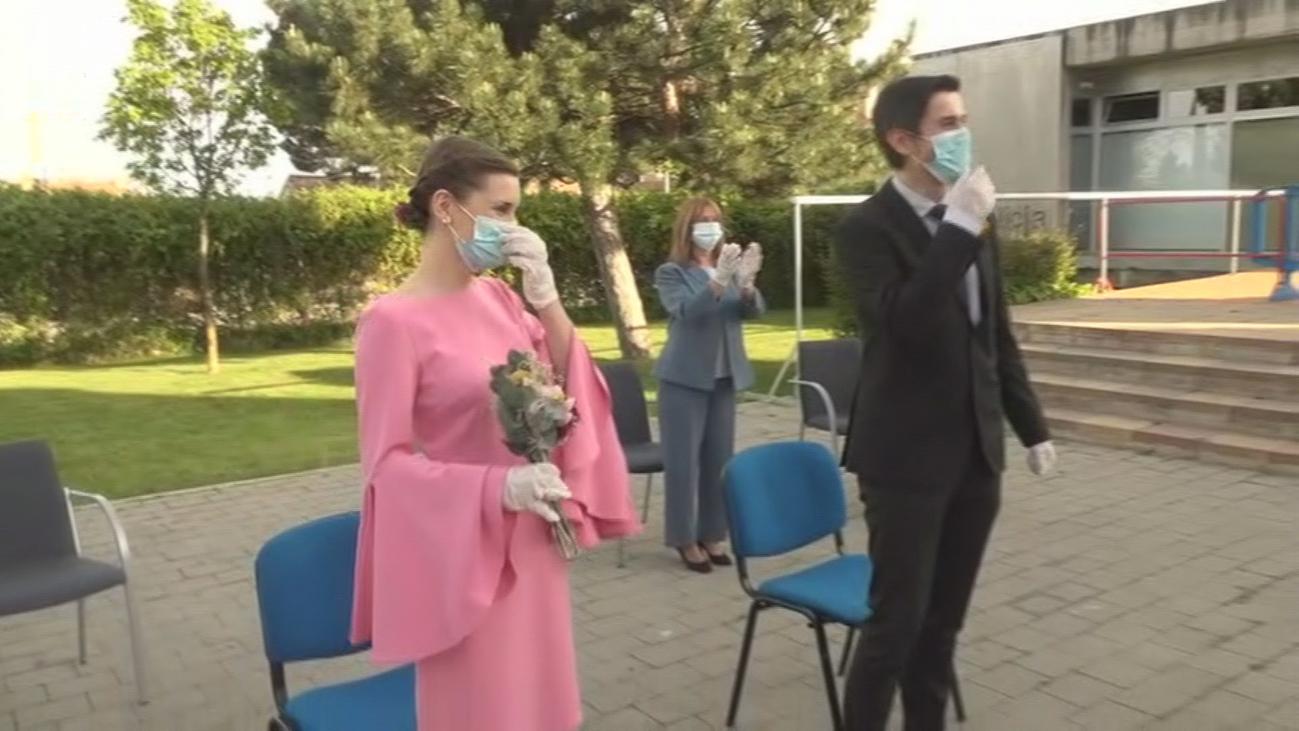 Se casan en directo, y en pleno confinamiento, en Colmenar Viejo