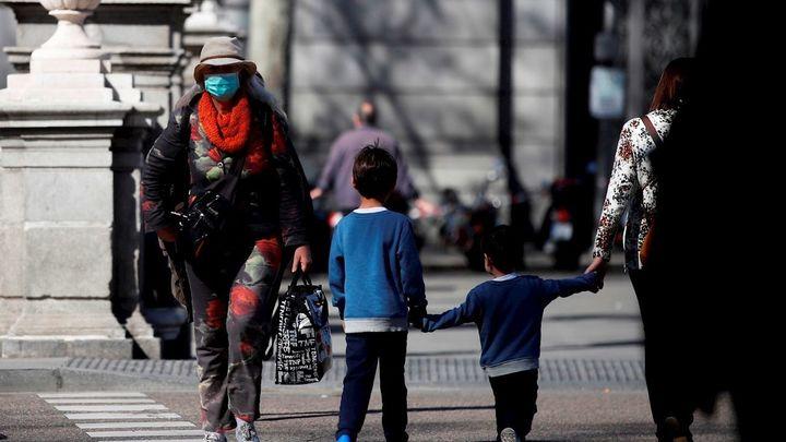 Madrid dará ayudas exprés de hasta 300 euros que se tramitarán en días para familias vulnerables