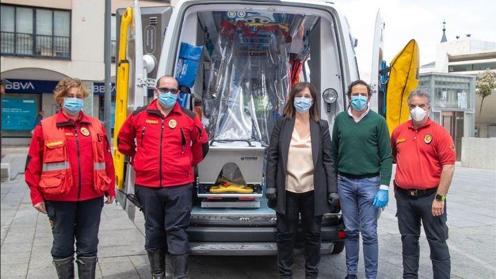 Pozuelo instala protectores en las ambulancias para el traslado de pacientes con covid-19