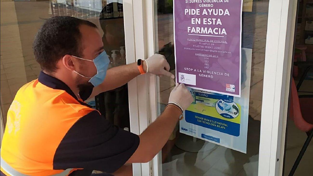 Cartel sobre la ayuda en las farmacias a las mujeres maltratadas