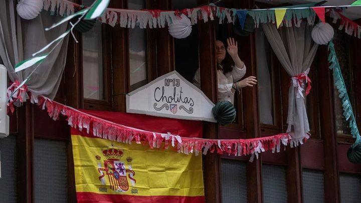 La bandera de España no falta en la decoración de esta particular feria
