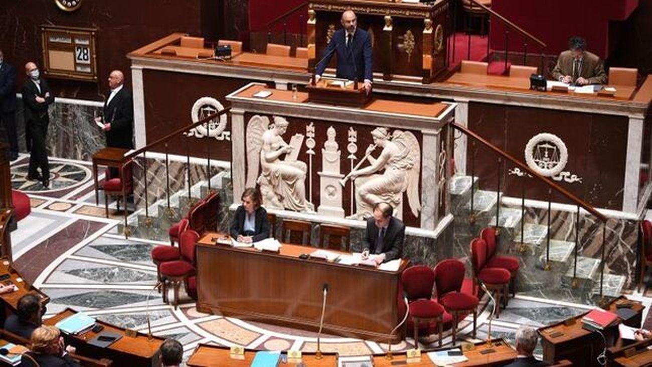 Los diputados franceses aprueban por mayoría el plan del Gobierno para levantar las  restricciones