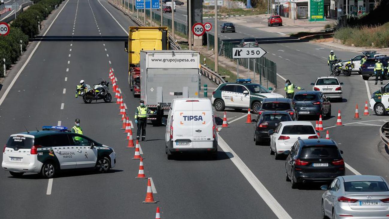 Control policial en una carretera de Madrid
