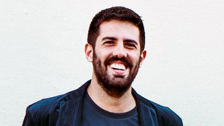 Adrià Salas prepara en casa el nuevo disco de 'La Pegatina'