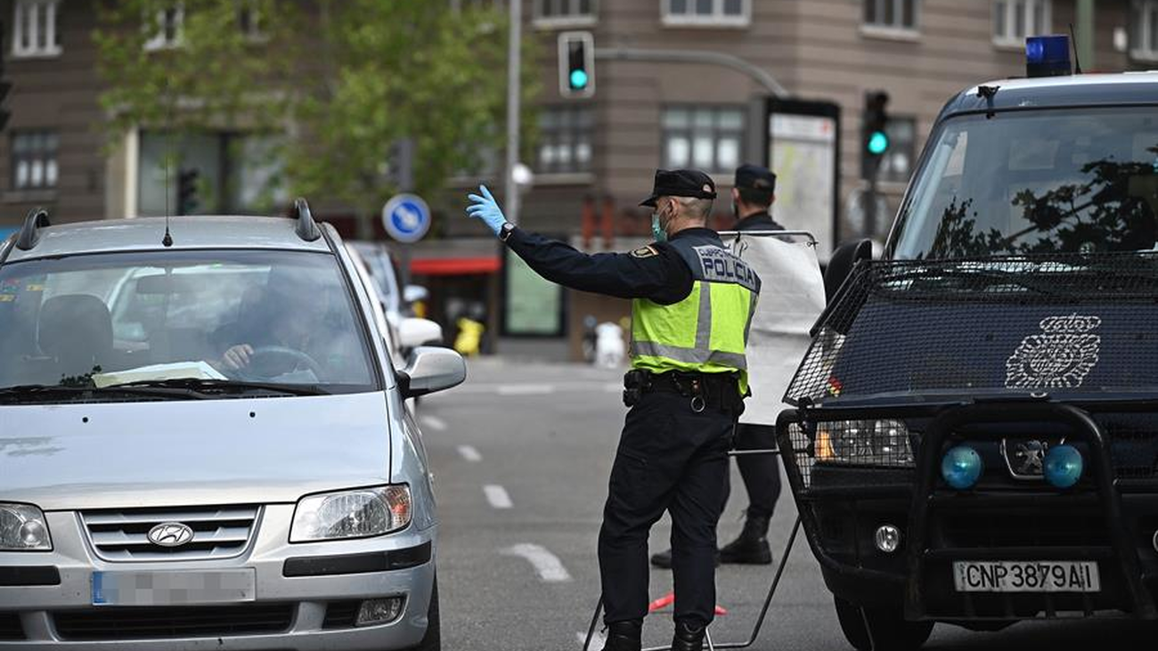 Una mujer y un bebé en el maletero de un coche en Vallecas para saltarse un control policial