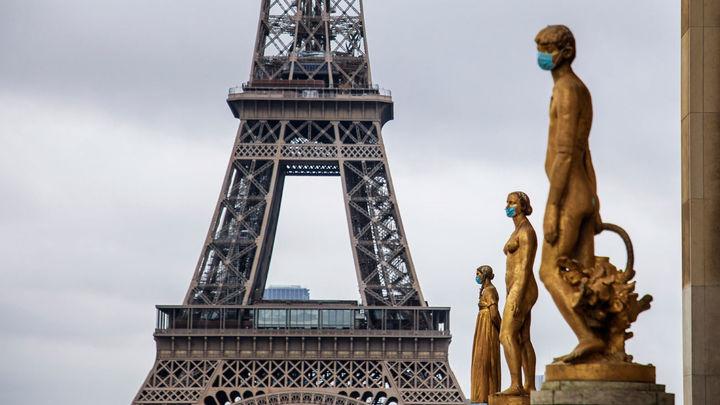 Macron anuncia el toque de queda en París entre las 21.00 y las 6.00 horas por la pandemia