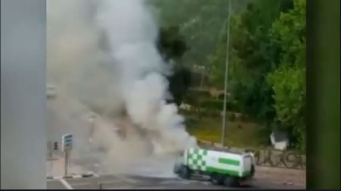 Incendio de un camión de recogida de basura