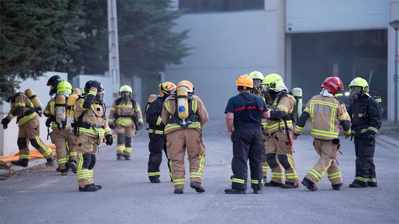Equipos de emergencia en la planta de Orache Desinfection en Sabiñánigo (Huesca)