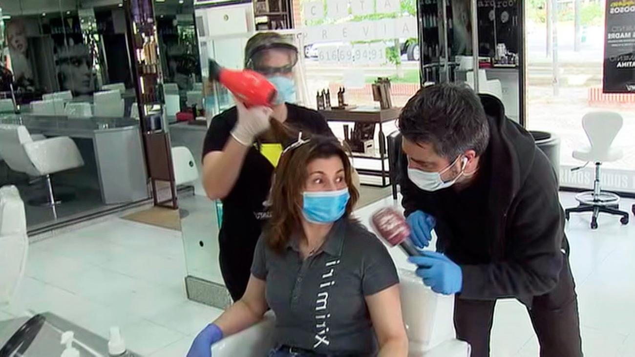 Abren las peluquerías con un solo cliente, cita previa y con medidas de seguridad estrictas